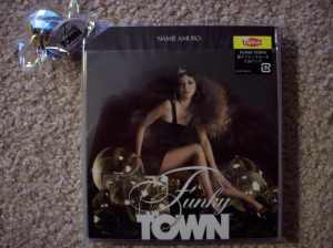 "Amuro Namie's new single ""Funky Town"" & gold disco ball keychain"