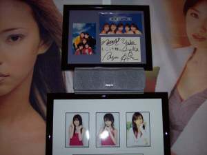 "Asayan's Momusu ""Ai no tane"" single with signed postcard & photo from their debut event."