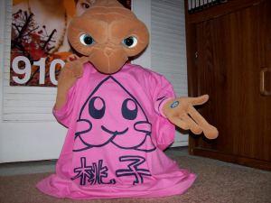 E.T. sporting Summer's latest fashion craze!!