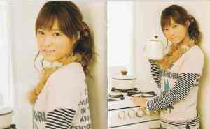Momusu Mikan type B limited edition photo book (scan6)