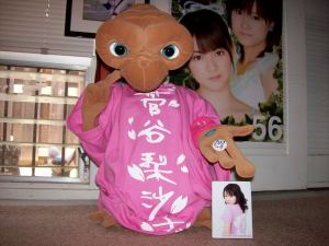 E.T. with Risakochan T-shirt.