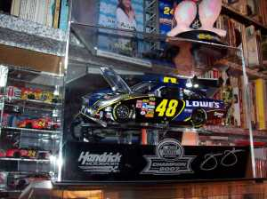 Jimmie Johnson 1:24 scale 2007 COT with championship display case