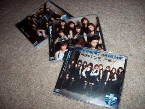 "Momusu ""Resonant Blue"" type A, B, & regular edition CD singles"
