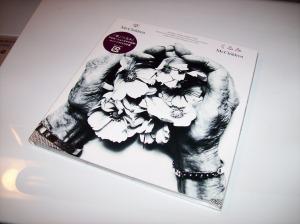 "Mr.Children ""Tenohira/Kurumi"" double A-side CD single."