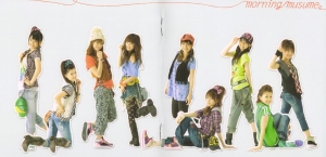 "Momusu ""Zen single coupling collection"" LE (lyric booklet scan)"