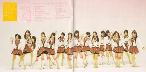 "SKE48 Team K ""Te wo tsunaginagara"" (booklet scan)"