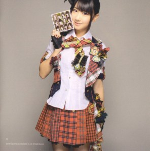 "AKB48 ""Kamikyoku Tachi"" booklet (scan6)"