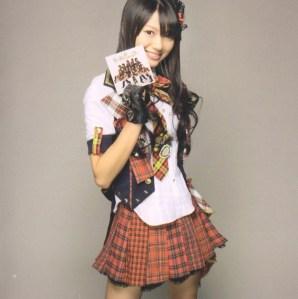 "AKB48 ""Kamikyoku Tachi"" booklet (scan8)"