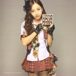 "AKB48 ""Kamikyoku Tachi"" booklet (scan9)"
