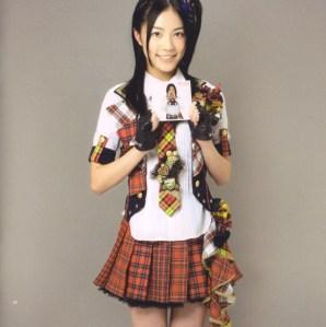 "AKB48 ""Kamikyoku Tachi"" booklet (scan4)"