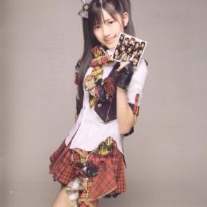 "AKB48 ""Kamikyoku Tachi"" booklet (scan12)"
