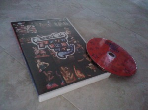 "Momusu ""America hatsu jouriku live"" DVD..."