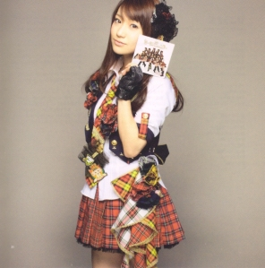 "AKB48 ""Kamikyoku Tachi"" booklet (scan10)"