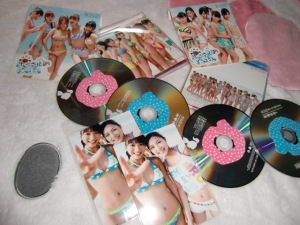 "AKB48 ""Ponytail to chou chou"" Type A & Type B singles w/ Neowing photos"