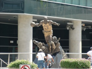 Magic Johnson across from the Staples Center CIMG0454