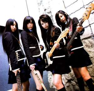 SCANDAL are Haruna, Mami, Tomomi & Rina