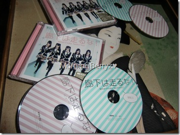 Watarirouka Hashiritai Roka wa hashiruna! LE types A & B singles