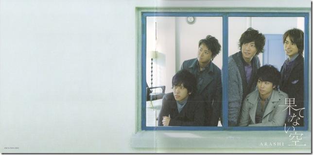 "Arashi ""Hatenai sora"" LE booklet scan1"