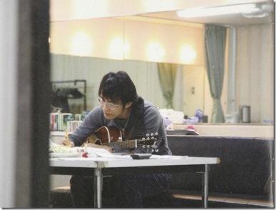 Sakurai Kazutoshi composing....
