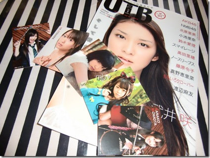 UTB volume 201 February 2011 w/ trading card set C