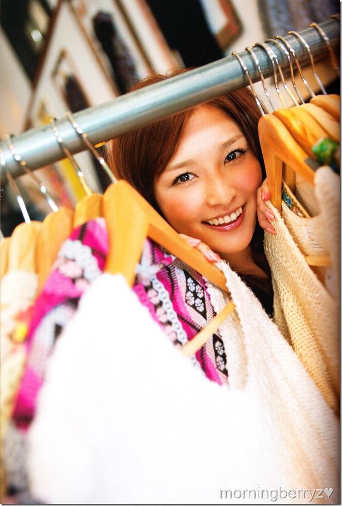 "Ishikawa Rika ""Lucky☆"" shashinshuu scan IMG_0018"