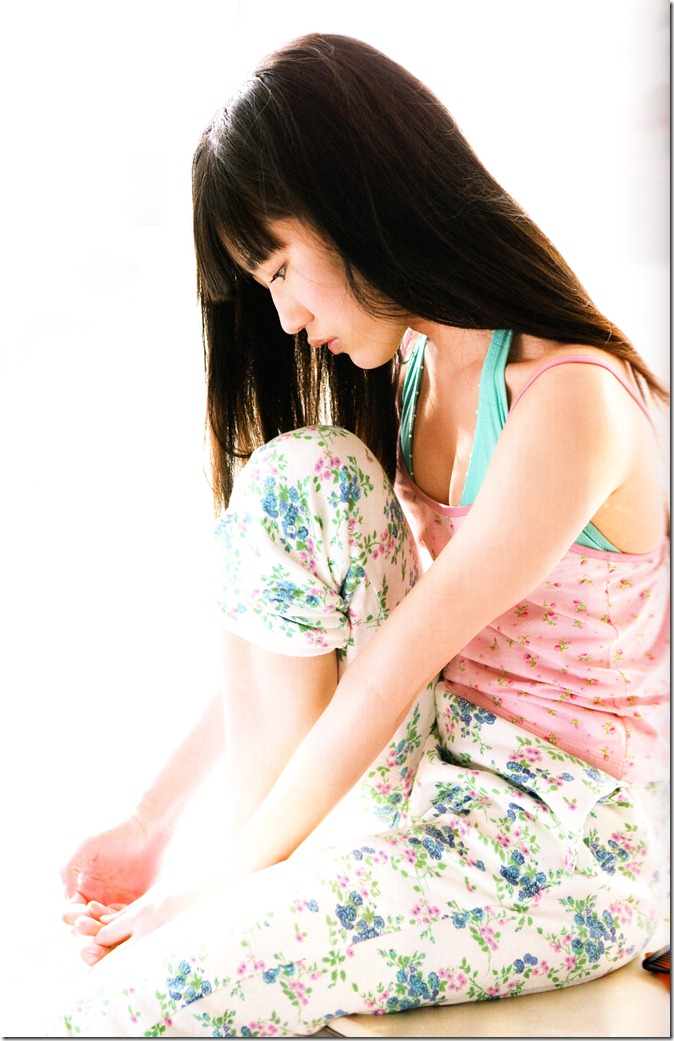 Watanabe Mayu 1st photo book Mayuyu  (24)