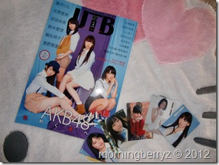 UTB Vol.207 April 2012 with trading card set A
