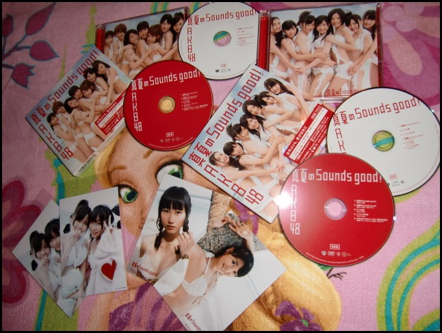 AKB48 Manatsu no Sounds good! singles Type A & B with photo extras (release and Neowing)