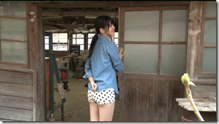 Suzuki Airi in Kono kaze ga suki shashinshuu making of  (20)