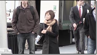 Abe Natsumi in Subway (1)