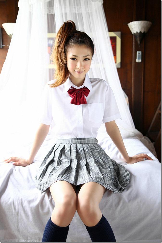 Hoshino Aki (85)