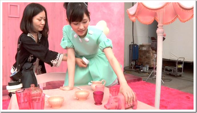 Watanabe Mayu in Otona Jelly Beans (making of) (10)