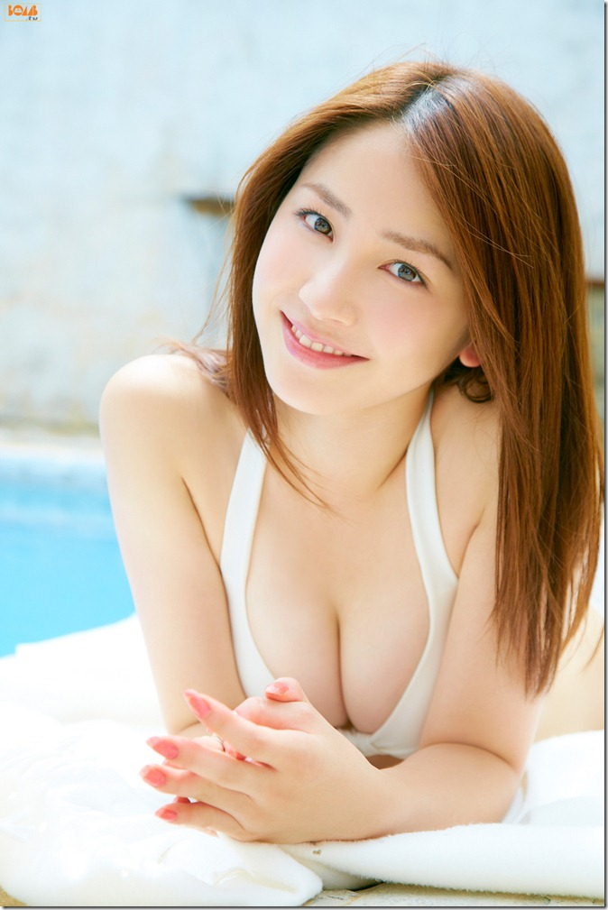 Kikkawa Yuu in Bomb tv first gravure (8)