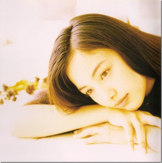 Nakama Yukie Tooi hi no melody (booklet scan2)