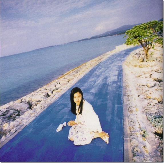 Nakama Yukie Tooi hi no melody (booklet scan3)