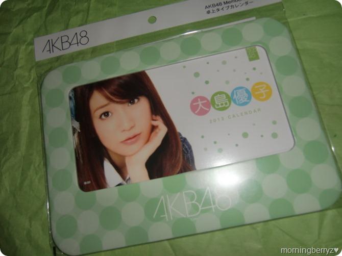 Oshima Yuko 2013 desk top calendar (1)