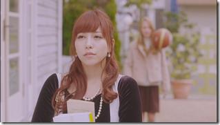 Kasai Tomomi in Masaka (music video) (10)
