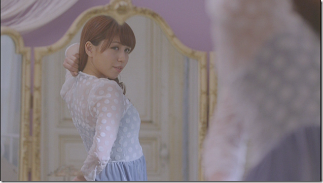 Kasai Tomomi in Masaka (music video) (13)