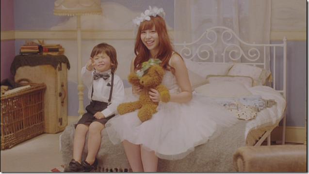 Kasai Tomomi in Masaka (music video) (23)