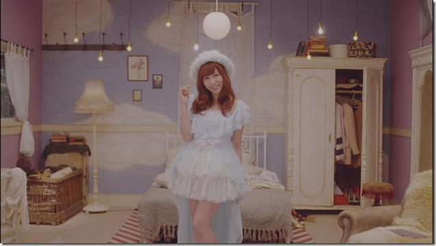 Kasai Tomomi in Masaka (music video) (3)