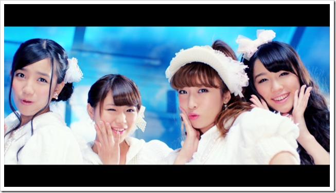 AKB48 in sokode inu no unchi funjyaukane (13)
