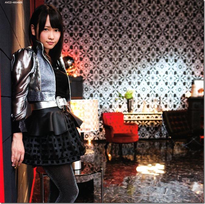 Sashihara Rino & Anrire Ikujinashi Masquerade jackets (2)