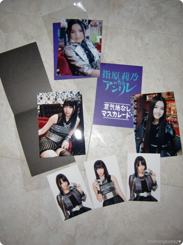 Sashihara Rino with Anrire Ikujinashi Masquerade first press trading cards & external bonus photos