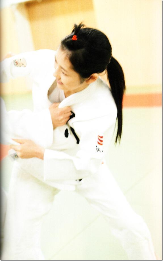 Watanabe Mayu 2nd shashinshuu Seifuku Zukan Saigo no Seifuku  (106)