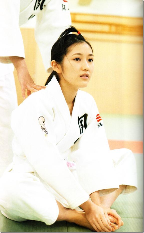Watanabe Mayu 2nd shashinshuu Seifuku Zukan Saigo no Seifuku  (107)
