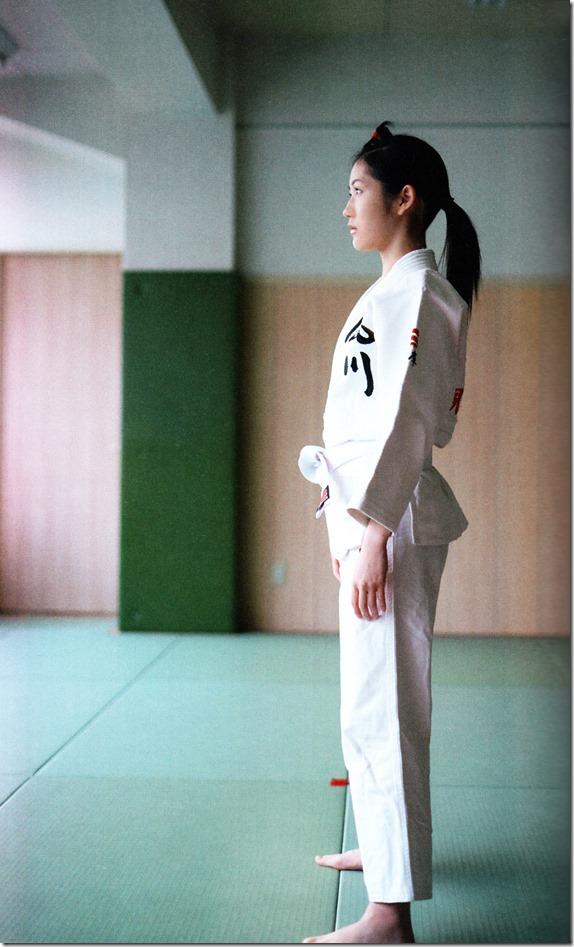 Watanabe Mayu 2nd shashinshuu Seifuku Zukan Saigo no Seifuku  (109)