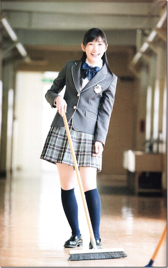 Watanabe Mayu 2nd shashinshuu Seifuku Zukan Saigo no Seifuku (59)