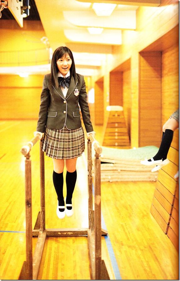Watanabe Mayu 2nd shashinshuu Seifuku Zukan Saigo no Seifuku (63)