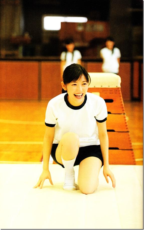 Watanabe Mayu 2nd shashinshuu Seifuku Zukan Saigo no Seifuku (64)