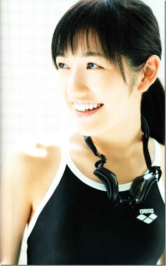 Watanabe Mayu 2nd shashinshuu Seifuku Zukan Saigo no Seifuku (75)